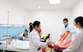 贵州白癜风皮肤病医院送春联喜迎小年!
